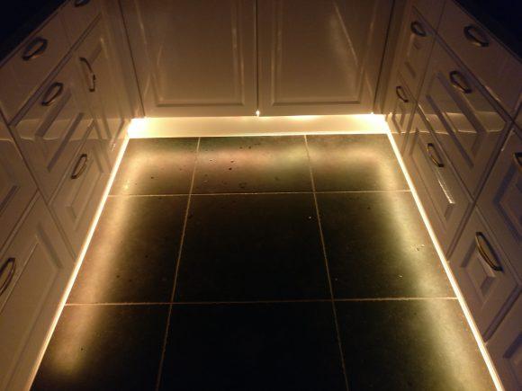LED Sockelbeleuchtung Küche