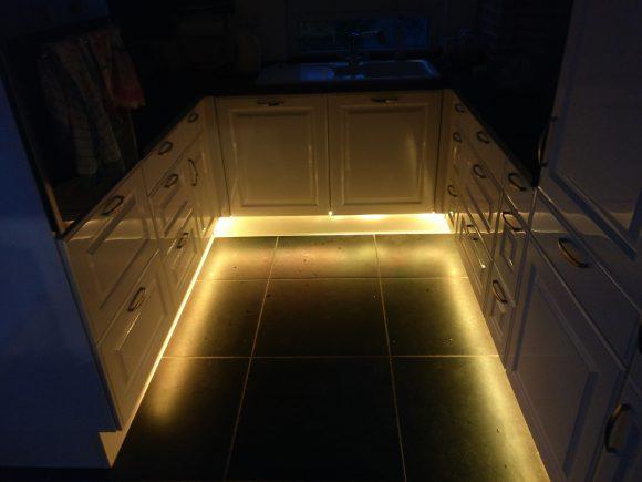 LED Sockelbeleuchtung Bewegungsmelder